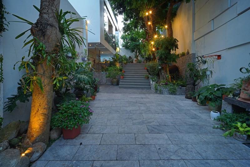 Ngôi nhà ấn tượng như resort trong con phố nhỏ ở Đà Nẵng - ảnh 1