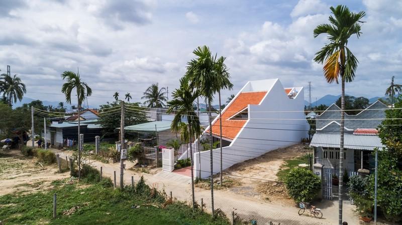 Nhà mái chóp dốc đẹp không thể rời mắt ở vùng đất Diên Khánh - ảnh 3