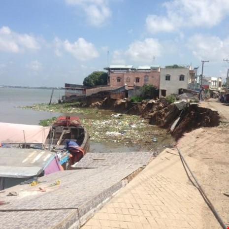 14 nhà trôi sông, An Giang ban bố tình trạng khẩn cấp - ảnh 3