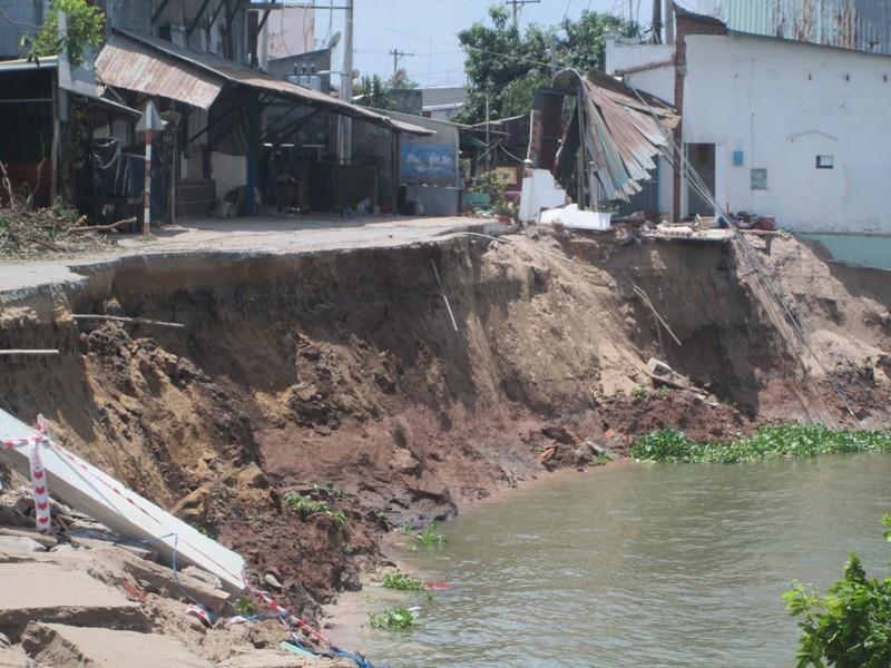 Sạt lở tại An Giang: Thêm 1 căn nhà bị trôi sông - ảnh 1