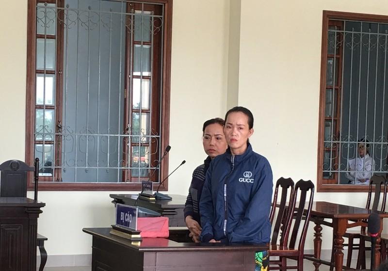 Hai con gái hầu tòa vì giải cứu cha trong vụ đánh bài ăn tiền - ảnh 1