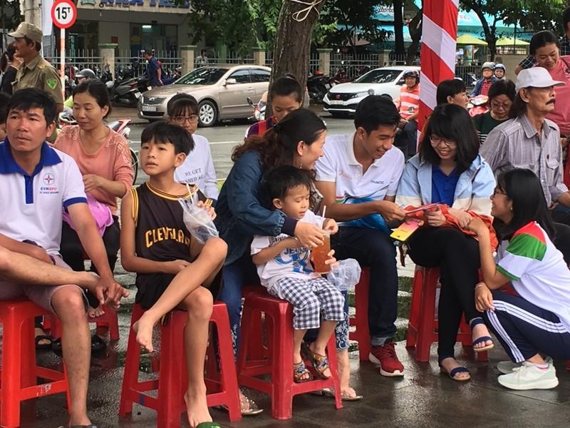 Cần Thơ nóng với hơn 3.000 người cổ vũ Nguyễn Bá Vinh  - ảnh 7