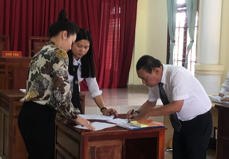Lại hoãn xử vụ ca sĩ Nhật Kim Anh giành quyền nuôi con - ảnh 2