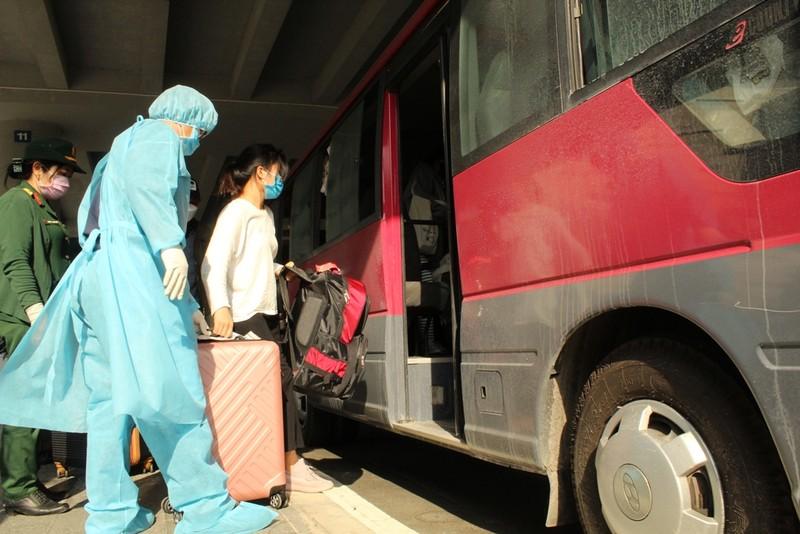Hơn 700 người xuống sân bay Cần Thơ được cách ly tập trung - ảnh 1