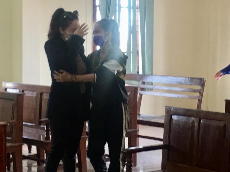 Ca sĩ Nhật Kim Anh khóc khi được tòa chấp nhận quyền nuôi con - ảnh 2