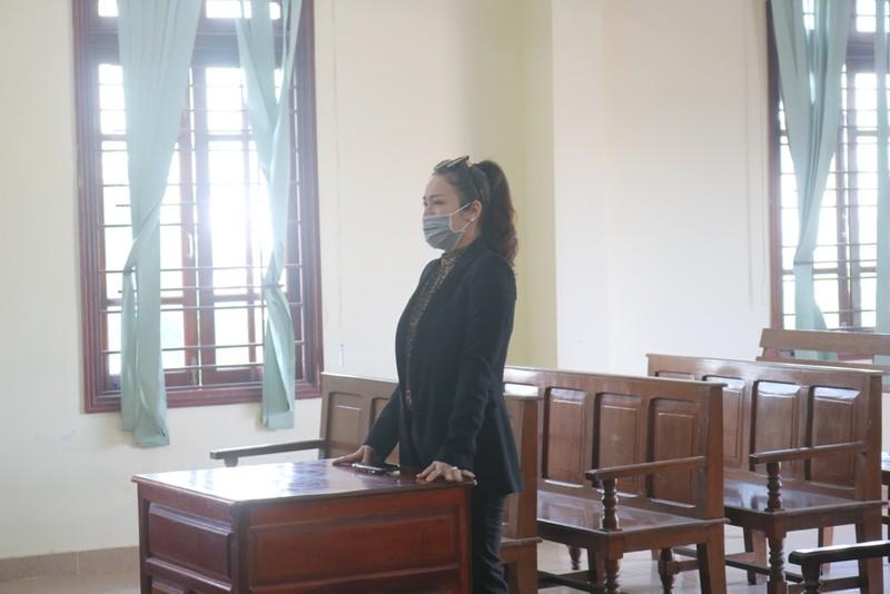 Ca sĩ Nhật Kim Anh khóc khi được tòa chấp nhận quyền nuôi con - ảnh 1
