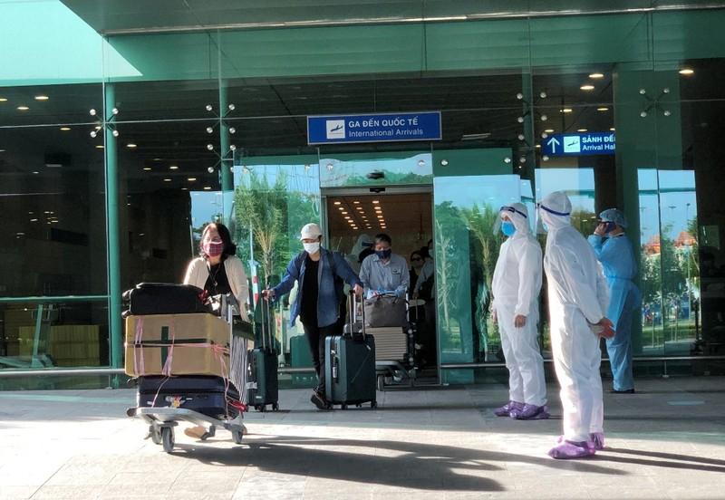 215 người từ Singapore về được cách ly tập trung ở Cần Thơ - ảnh 1