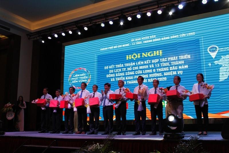 Chủ tịch TP.HCM: Phục hồi ngành du lịch với nỗ lực cao nhất - ảnh 3