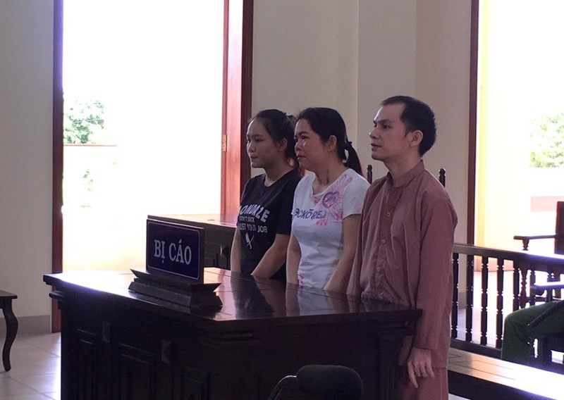 Mẹ, con bị tù vì đưa bé gái 14 tuổi qua Trung Quốc lấy chồng - ảnh 1