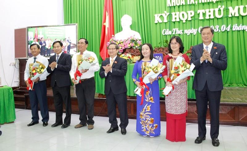 Cần Thơ có 3 tân Phó Chủ tịch UBND và 1 Phó Chủ tịch HĐND - ảnh 1