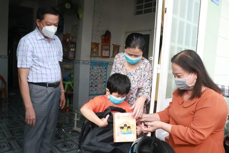 Cần Thơ trao hỗ trợ cho trẻ mồ côi do dịch COVID-19 - ảnh 1