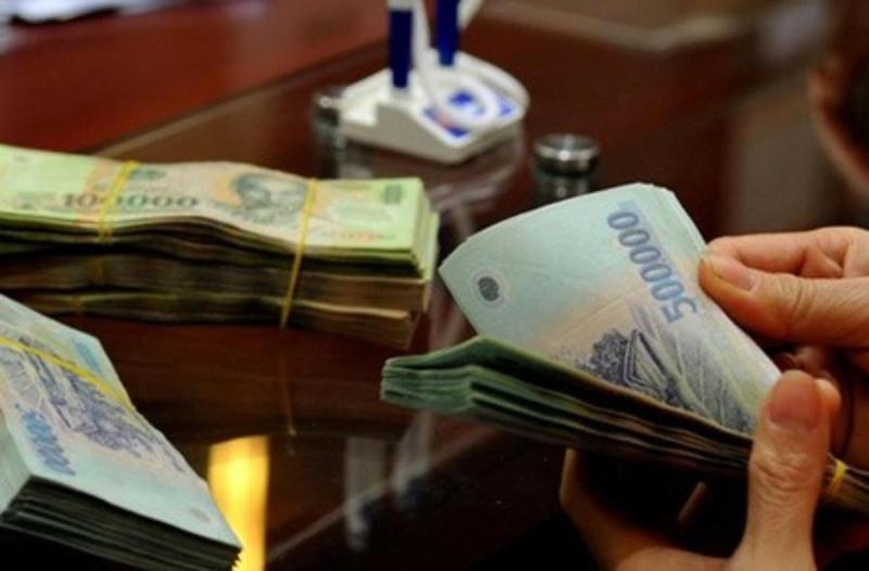Vụ mất 245 tỉ gửi ngân hàng: Khách VIP cũng khóc - ảnh 1