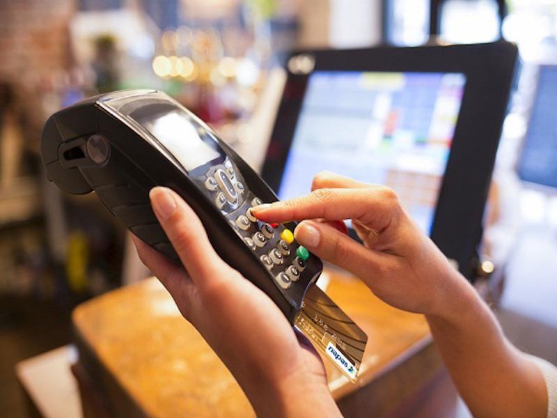 Biểu phí dịch vụ ngân hàng sẽ giảm mạnh? - ảnh 1