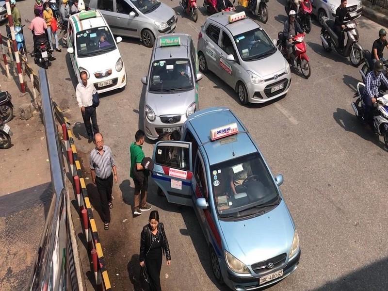 Lý do Bộ GTVT bảo lưu quan điểm taxi công nghệ phải gắn 'mào' - ảnh 1