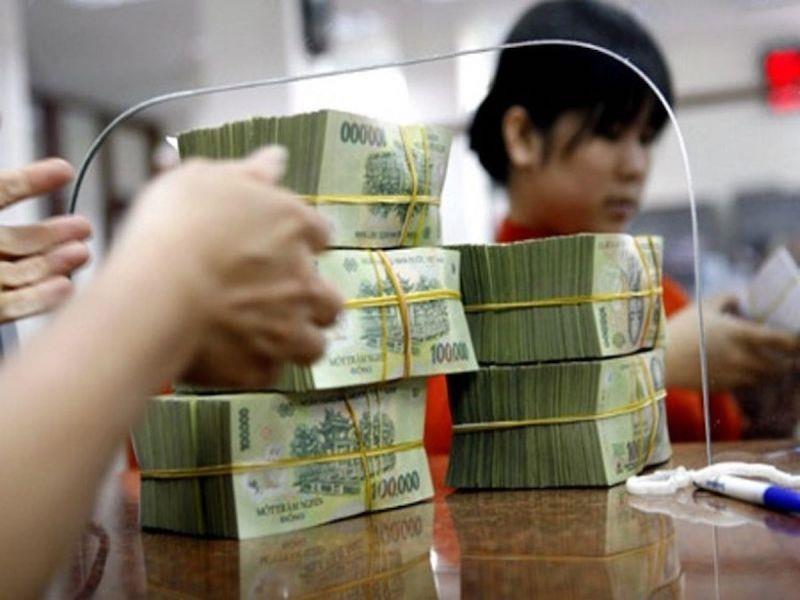 'Xử' nặng ngân hàng chạy đua tăng lãi suất tiết kiệm - ảnh 1