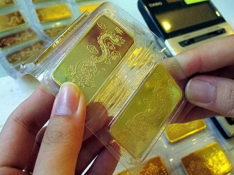 Giá vàng tiếp tục nổi sóng, vọt lên 42,53 triệu đồng/lượng  - ảnh 1