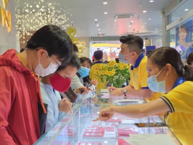 Cận cảnh thị trường vàng diễn biến 'lạ lùng' ngày Vía Thần Tài - ảnh 6