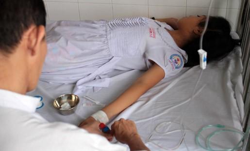 9 học sinh một lớp nhập viện sau khi tiêm Sởi - Rubella - ảnh 2