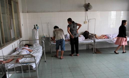 9 học sinh một lớp nhập viện sau khi tiêm Sởi - Rubella - ảnh 1