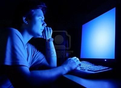 Tác hại khôn lường của màn hình máy tính, điện thoại tới sức khỏe - ảnh 1