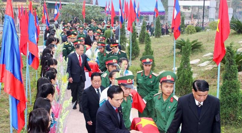 Truy điệu, an táng 48 hài cốt liệt sĩ hy sinh tại Lào  - ảnh 1