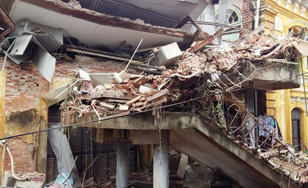 Vụ sập biệt thự ở Hà Nội: Nạn nhân kẹt trong đống đổ nát đã tử vong  - ảnh 2