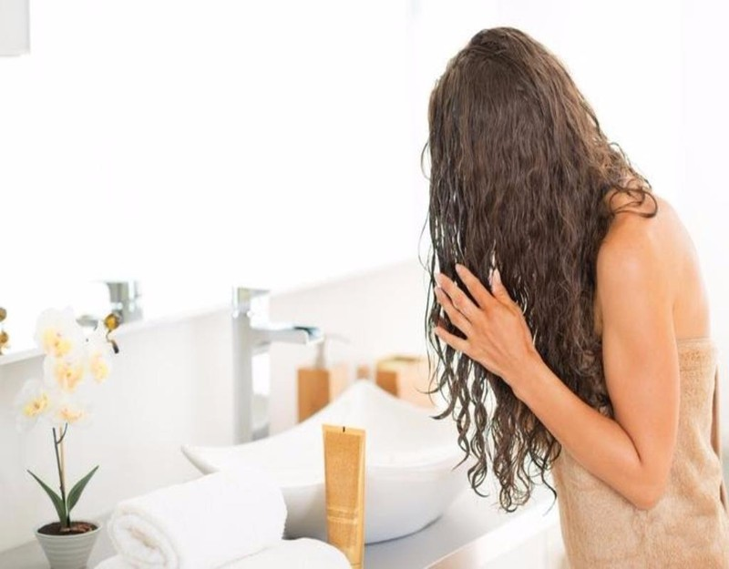 nguyên nhân làm tóc gãy rụng