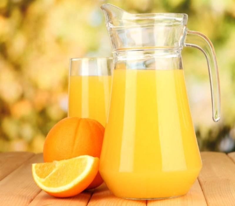 bị tim mạch uống nước cam