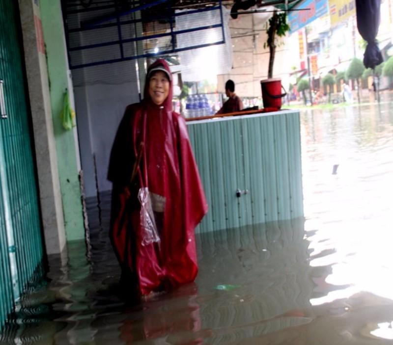 nước ngập nhà dân