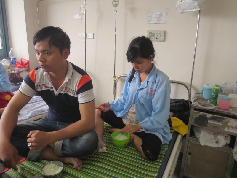Hơn 100 người nhập viện do ăn bánh mì nhiễm khuẩn - ảnh 1