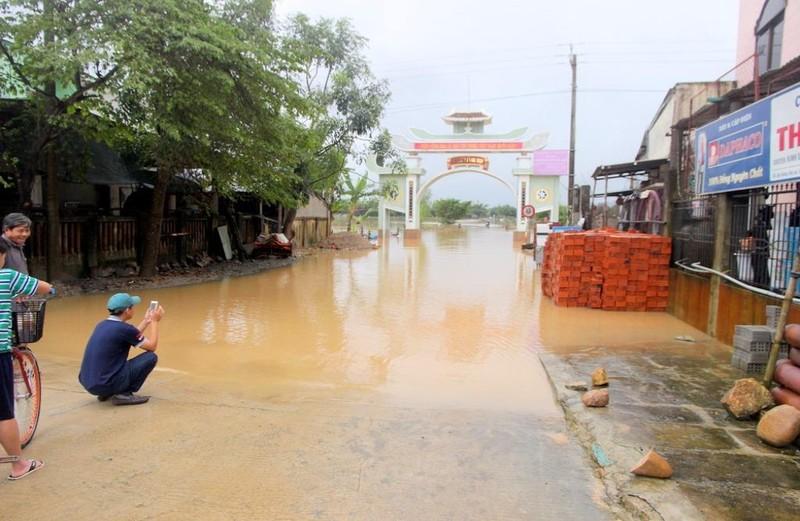 nhiều tuyến đường ở Đại lộc ngập nước