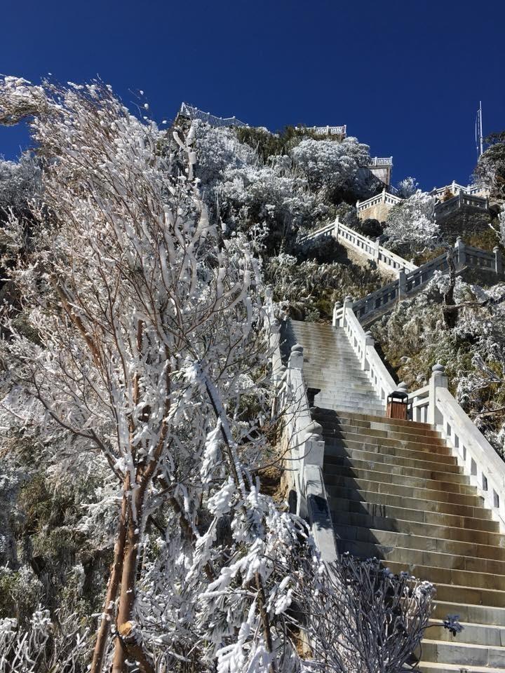 tuyết trên đường lên đỉnh fansipan