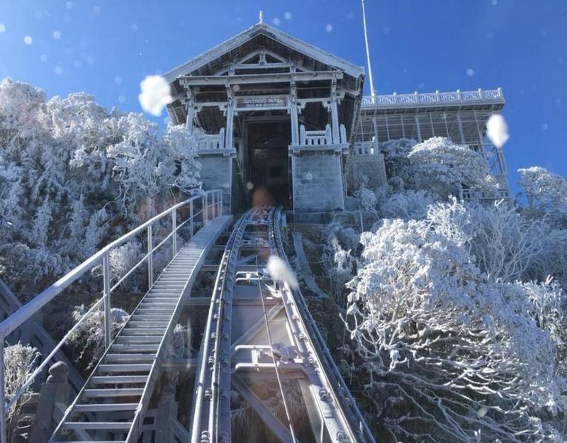 tuyết cáp treo fansipan