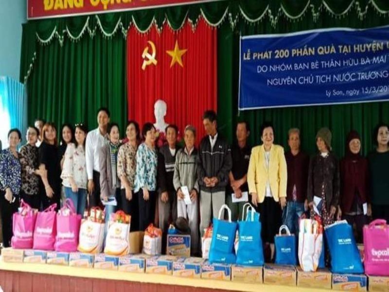 Trao 200 suất quà cho người nghèo Lý Sơn - ảnh 1
