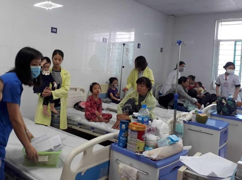 Không khí ô nhiễm, bệnh hô hấp bủa vây dân Hà Nội - ảnh 1