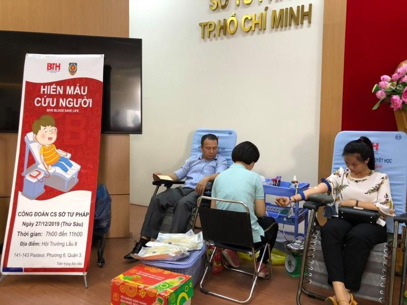 Công đoàn viên Sở Tư pháp TP.HCM hiến máu tình nguyện - ảnh 1