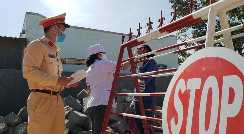 Dịch COVID-19: Ninh Thuận đưa thêm 6 trường hợp F1 đi cách ly - ảnh 3