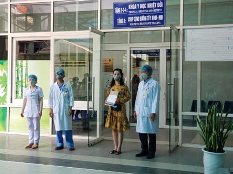 Đà Nẵng vừa cho 3 bệnh nhân COVID-19 xuất viện - ảnh 1