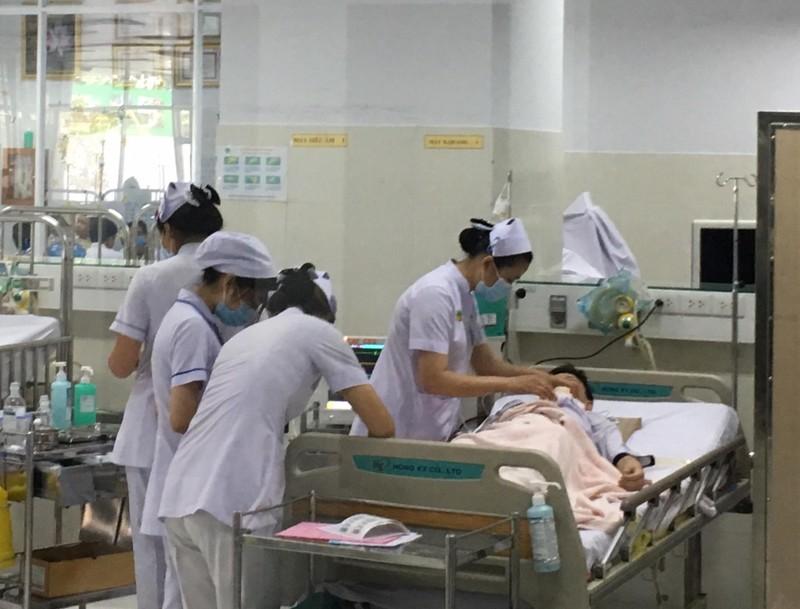 Thông tin mới vụ cây đổ, đè nhiều học sinh ở TP.HCM - ảnh 2