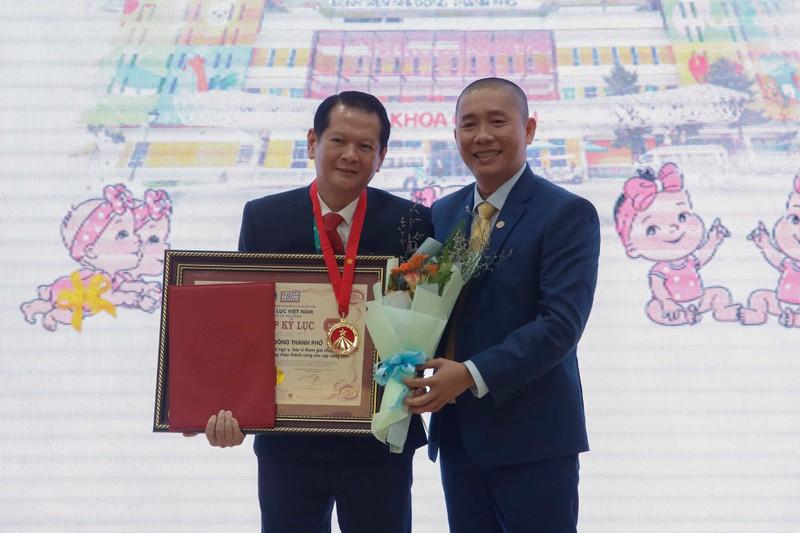 Ca phẫu thuật tách cặp Song Nhi xác lập kỷ lục Việt Nam - ảnh 1