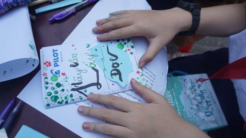 TP.HCM: 162 học sinh 'Lớn lên cùng sách' - ảnh 2