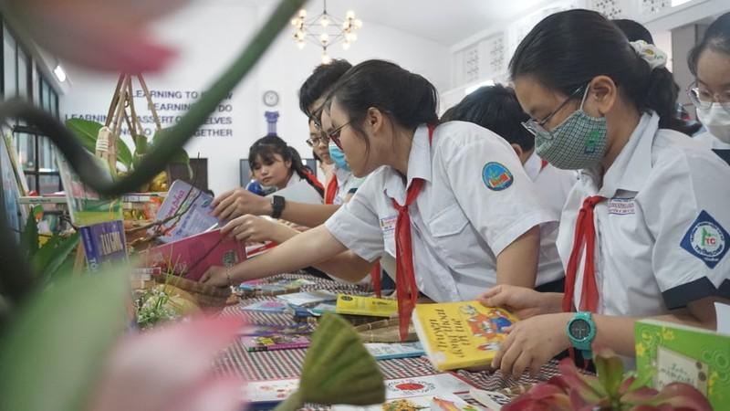 TP.HCM: 162 học sinh 'Lớn lên cùng sách' - ảnh 3