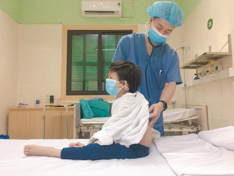 Bệnh nhi ghép tim nhỏ tuổi nhất Việt Nam được ra viện  - ảnh 1