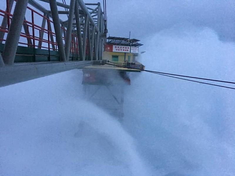 Chùm ảnh: Nhà giàn DK1 hiên ngang trước bão Tembin - ảnh 7