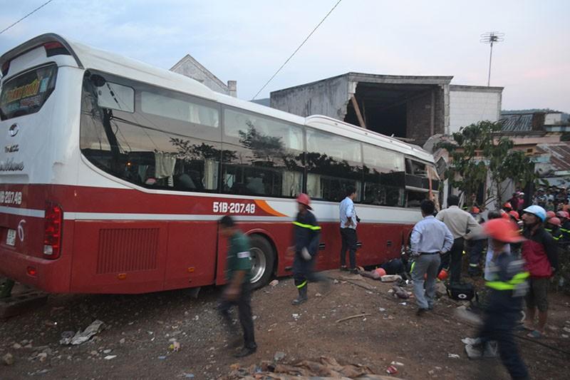 2 xe giường nằm tông trực diện ở Lâm Đồng - ảnh 1