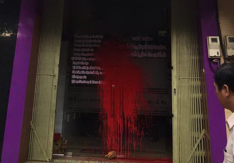 Tiệm Spa bị tạt sơn nghi do mâu thuẫn tình cảm - ảnh 1