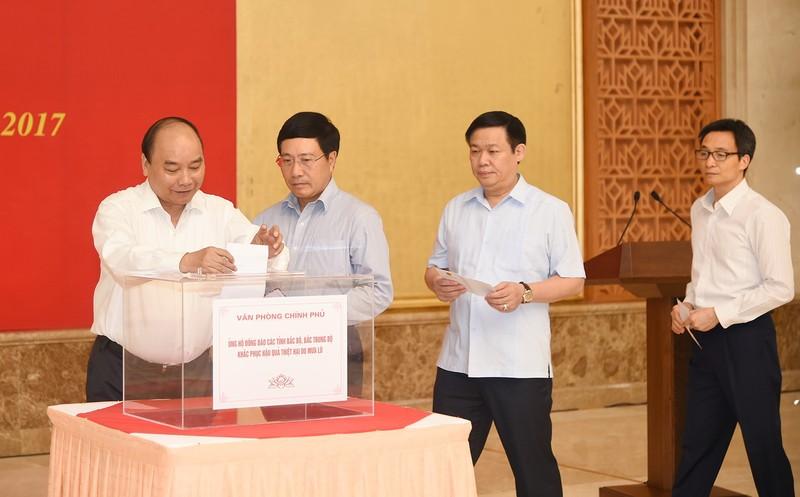 Thủ tướng dự lễ phát động quyên góp khắc phục lũ - ảnh 1