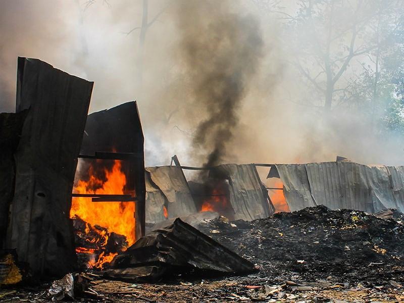 Cháy dữ dội kho phế liệu ở Bình Dương - ảnh 3