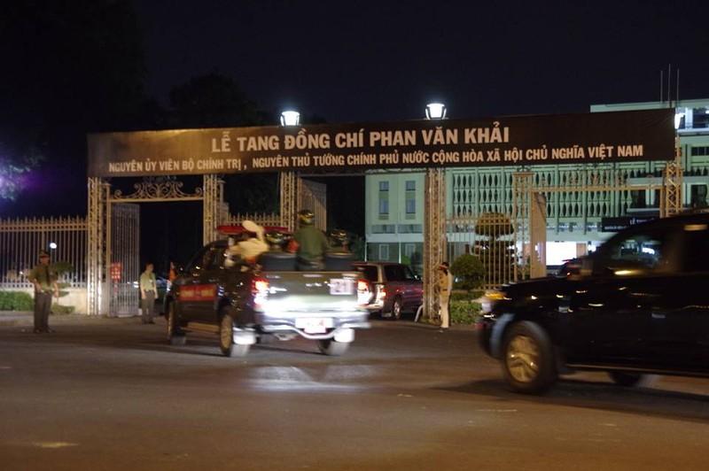 Đưa linh cữu cố TT Phan Văn Khải về HT Thống Nhất - ảnh 3