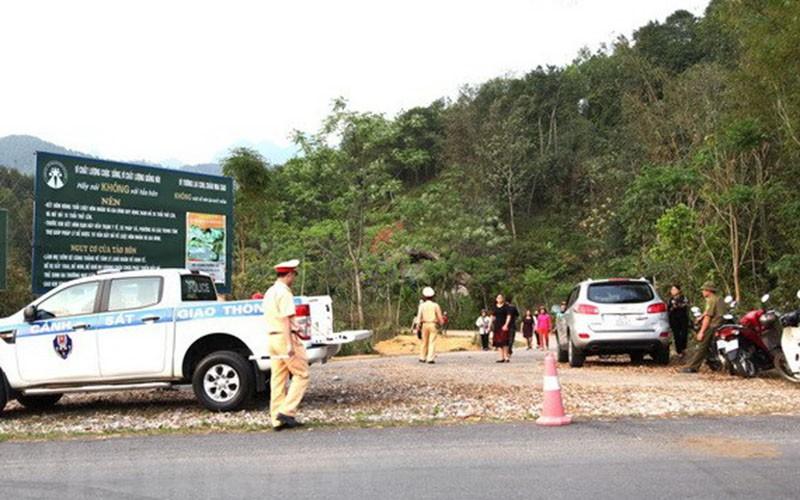 2 vợ chồng bác sĩ cùng con trai chết trong ô tô - ảnh 1